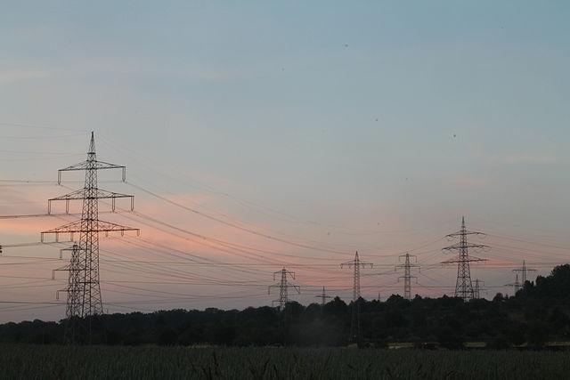 Lignes à haute tension, image de Zonk43, sous licence CC0, wikicommons