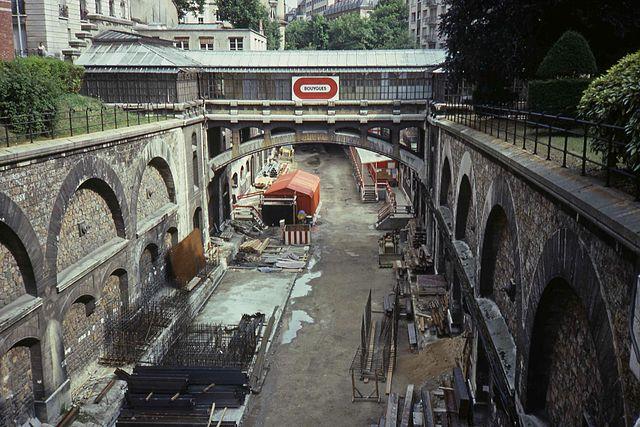 Boulainvilliers en 1986, avant la couverture. Téléversé sur Wikipédia par Smiley.toerist sous licence CC BY-SA 3.0