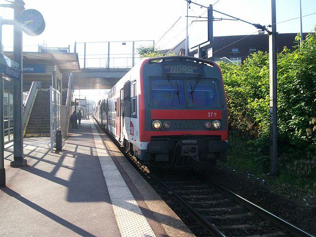 Z8800 sur le RER C, avec l'ancienne livrée. Téléversé sur Wikipédia par Eole99 sous licence GFDL.